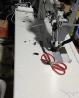 拼接脚垫用的双针机。刚买1个月新机器。