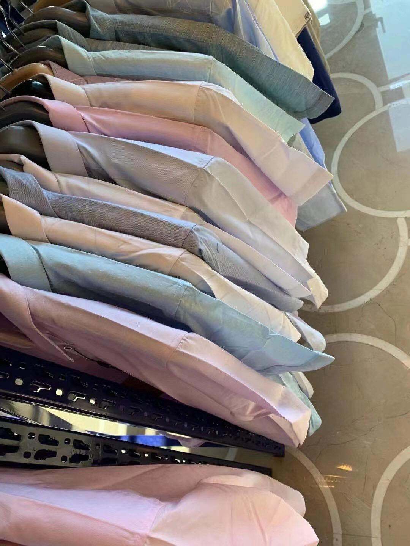 8.4万件,海澜剪标,近两年的新款,单款1000件,2000件。可清货,可配货