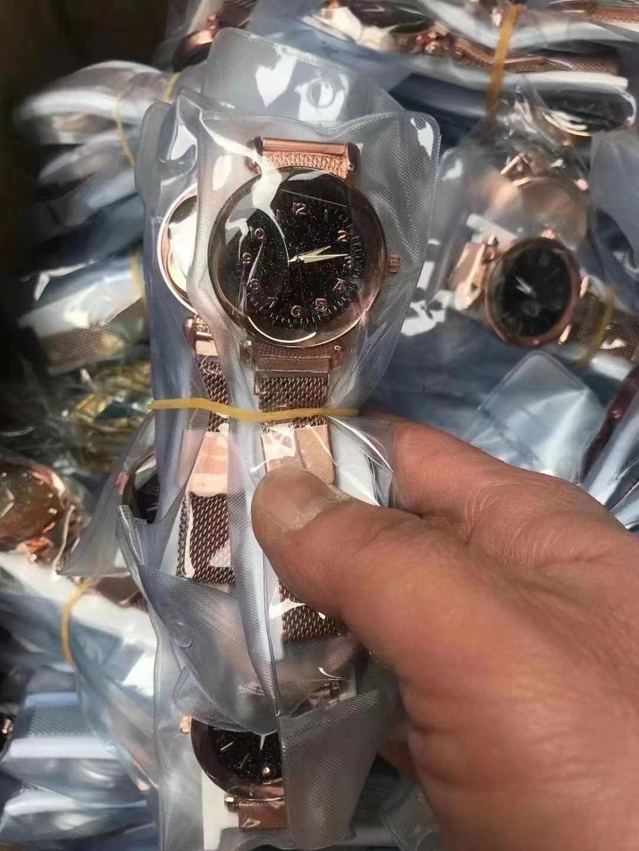 16000个时尚电子手表 能做的研究下